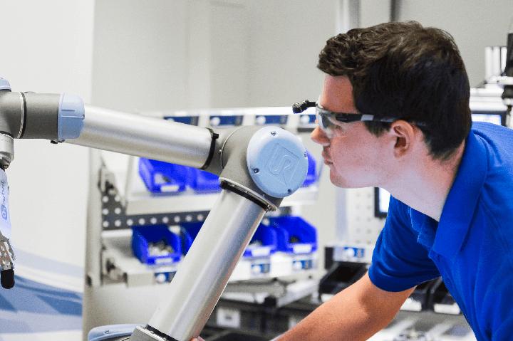 Roboter-Anbindung an das Werkerassistenzsystem ELAM